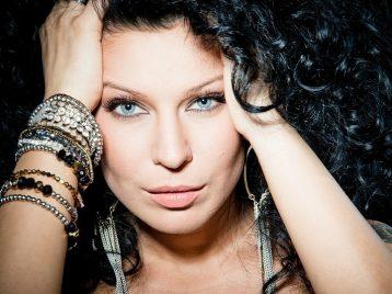 Елка презентовала летний клип «Навсегда»