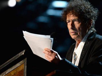 Боб Дилан согласился на Нобелевскую премию