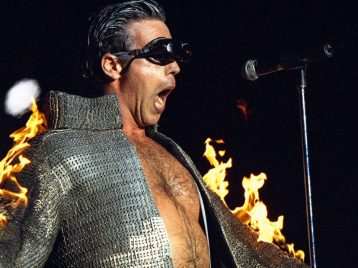 Жгут так, что дым коромыслом: «Rammstein» представили необычную сувенирку