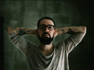 Назад, в «Настоящее»: группа «Amor entrave» опубликовала клип «Тверь»