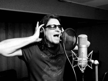 Спиритический сеанс от группы «СерьГа»: Дэвид Боуи не умер, он ушёл покурить