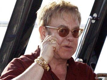 Элтон Джон отменил концерт в Дубае
