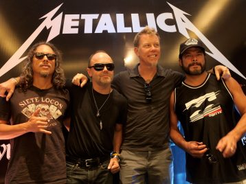 Двойной удар: «Metallica» и участник «Beasty boys» устраивают дискотеку