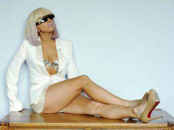 Боль меня не остановит: Леди Гага рассказала о хроническом недуге