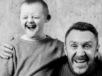 Сергей Шнуров и Андрей Макаревич поддержали детей с синдромом Дауна