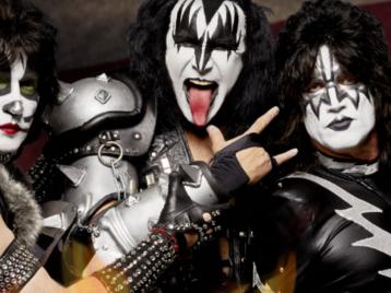 Авторские отчисления за «козу»: Джин Симмонс из «Kiss» решил запатентовать рокерский жест