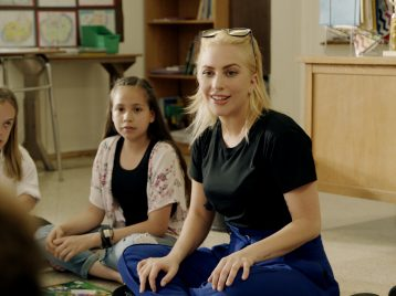 Учиться, учиться и еще раз учиться: Леди Гага отправилась в школу