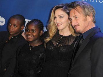Мадонна открыла детскую больницу в беднейшей стране Африки