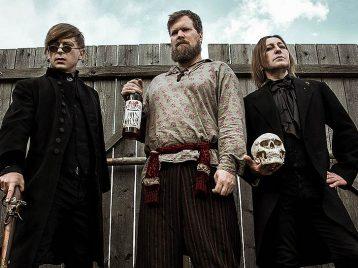 Какой русский не пьет «Виски»: «Би-2» выпустили новый клип про алкоголь и вурдалаков