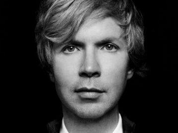 Синестезия в действии: Beck опубликовал цветной и тактильный клип «Colors»