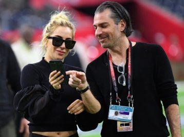 Леди Гага опубликовала совместное фото с новым бойфрендом