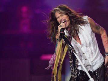"""Я не эпилептик: Стивен Тайлер из """"Aerosmith"""" опроверг слухи о своем припадке"""