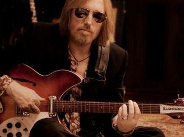Легендарный музыкант Том Петти умер в реанимации