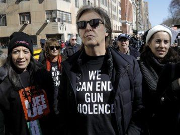 Пол Маккартни вспомнил Джона Леннона на митинге против свободной продажи оружия