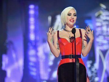 Это звучит эпично: Леди Гага взяла под управление целый оркестр