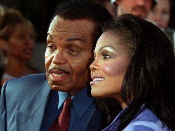 Мы не достигли бы успеха: Джанет Джексон простилась с отцом во время концерта