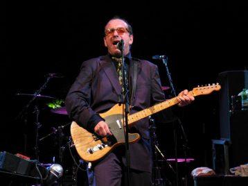 Элвис Костелло отменяет концерты из-за болезни