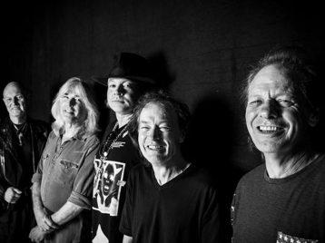 Бывшие и настоящие участники AC/DC собираются в студии в Ванкувере