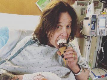Спасибо докторам имороженному: Оззи Осборн лечится отинфекции