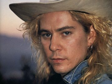 История повторяется: Дафф Маккаган из Guns N'Roses выпустил сольную песню