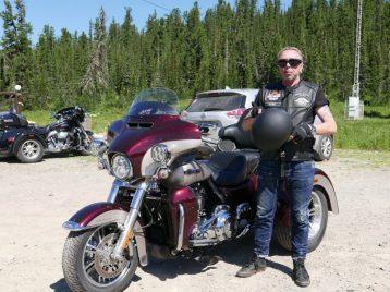 Гарик Сукачев собирает мотоцикл по собственному проекту