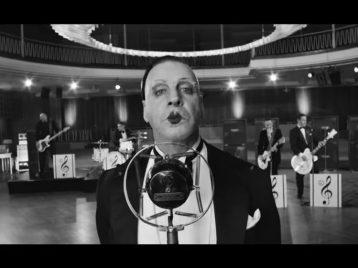 В новом клипе Rammstein пародируют зависимость от смартфонов и интернета
