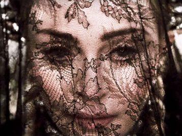 Кем была Жанна Д'Арк: Мадонна представила свою версию в новом клипе