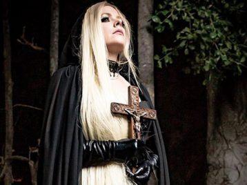 Готик-рок снова в моде: Аврил Лавин выпустила клип про любовь к дьяволу