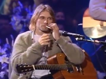 Smells like Curt's spirit: свитер лидера Nirvana уйдет смолотка нестиранным