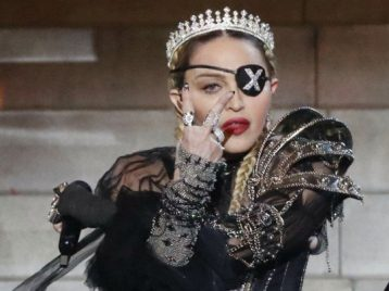 «Яплакала отболи»: Мадонна опять отменяет концерты из-за травм