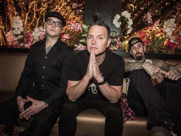 Ватмосфере праздника: Blink-182 выпустили клип про панк-рождество
