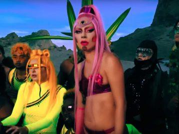 Послания издругих миров: Lady Gaga открывает новую эру клипом Stupid love