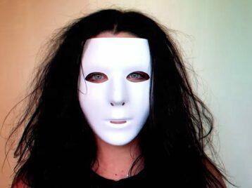 Больше никаких масок: Evanescence выпустили видео Game isover