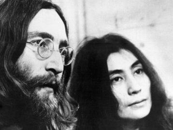 Диск, который Джон Леннон подписал своему убийце, выставлен нааукцион