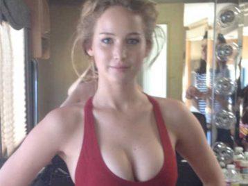 ФБР занимается кражей снимков обнажённых знаменитостей