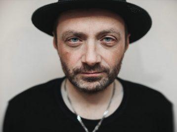 Экс-лидер «Агаты Кристи» Глеб Самойлов попросил СК возбудить дело против своего брата