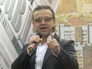 Певца Романа Жукова готовят к операции