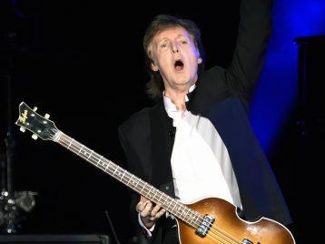 Рок-музыканты отметили день рождения Джона Леннона