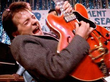 «Назад, в музыку!»: Марти Макфлай снова взялся за гитару