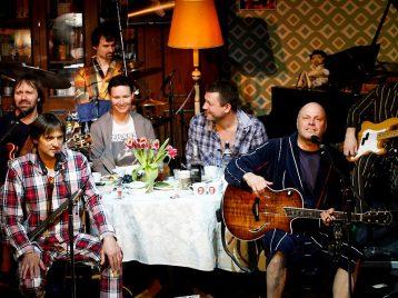 Добросовестно о халатном: Алексей Кортев рассказал об идее концертов-«халатников»