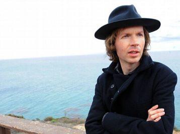 Коллаж и абстракция: Beck опубликовал клип на песню «Dear life»