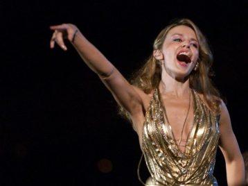 Золотой возраст: Кайли Миноуг отметила юбилей клипом «Golden»
