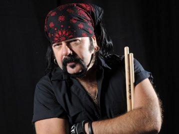 Бессменный барабанщик Pantera ушел изжизни