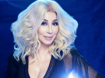 SOS по-новому: Шер выпустила очередной кавер на песню ABBA