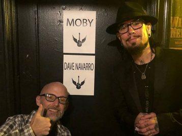 Награда за трезвость: Моби стал иконой Rock to Recovery