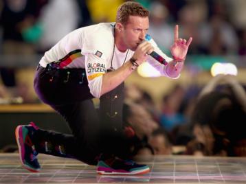 Крис Мартин из Coldplay остановил панику на фестивале