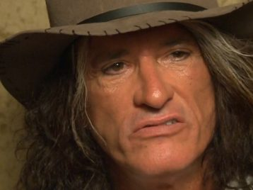 Джо Перри из Aerosmith потерял сознание за сценой