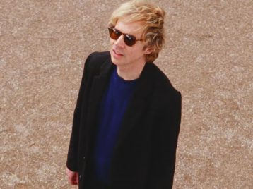 Beck выпустил сюрреалистический клип Uneventful days