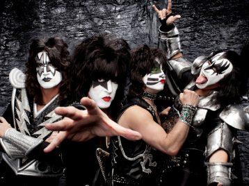 Пляши, рыбка: Kiss сыграют концерт для акул