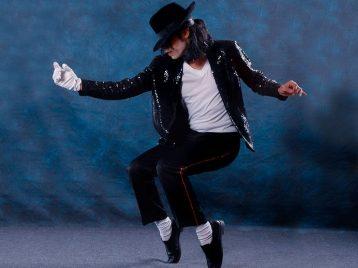 Носки Майкла Джексона, вкоторых онвпервые прошелся «лунной походкой», выставлены нааукцион
